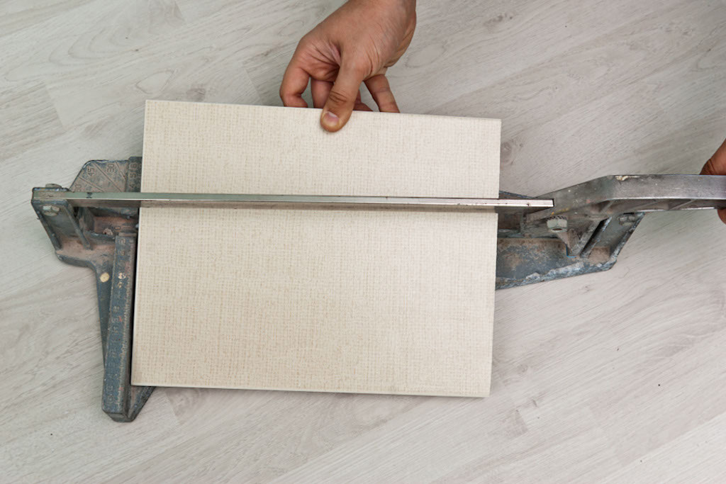How to cut a ceramic tile