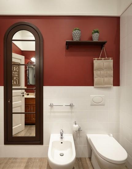 Зеркальные вставки на двери
