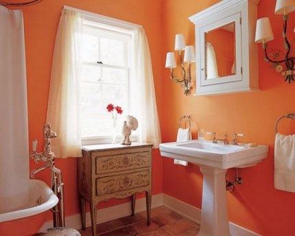 Интерьер ванной в оранжевых тонах
