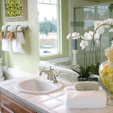Орхидея – нежная красавица в ванной