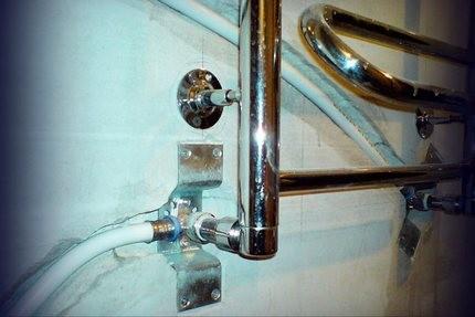 Двухконтурный водяной полотенцесушитель