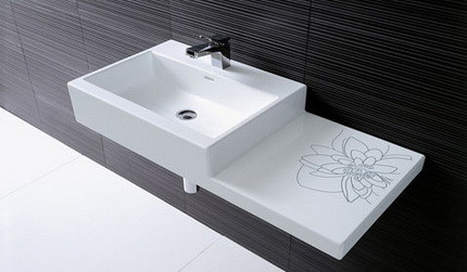 Фаянсовая раковина для ванной