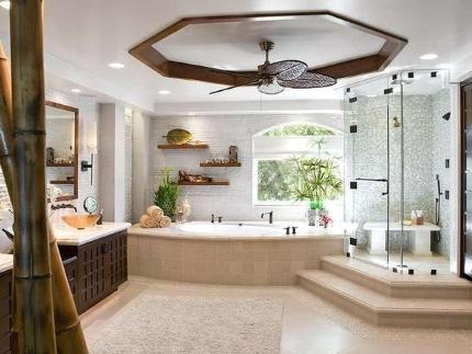 Расположение смесителей на бортике ванной