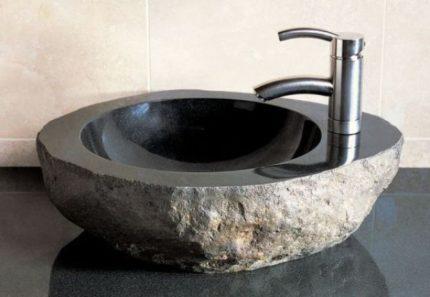 rakovina-iz-naturalnogo-granita