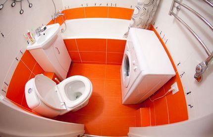 Контраст оранжевой и белой плитки