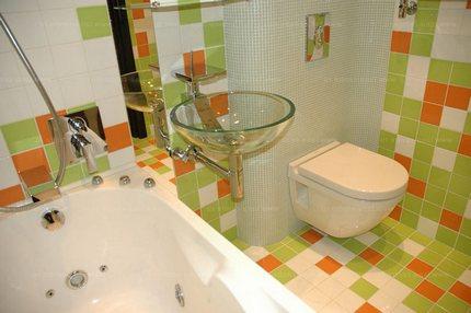 Маленькая оригинальная ванная