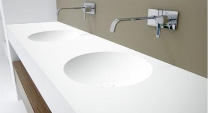 Цельнолитая раковина-столешница для ванной