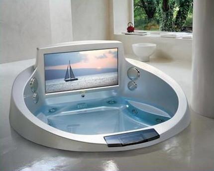 Телевизор, встроенный в ванну