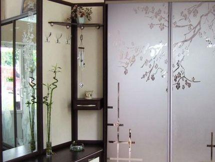 Рисунок на стеклянных шторах