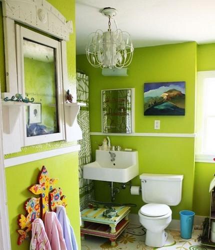 Яркий дизайн ванной с применением стеклоткани