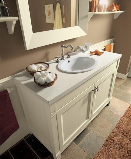Тумба для ванной в классическом дизайне