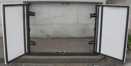Двухдверный сантехнический люк
