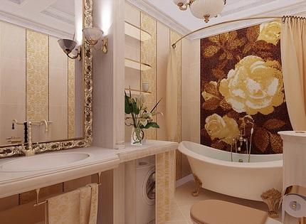Стена над ванной