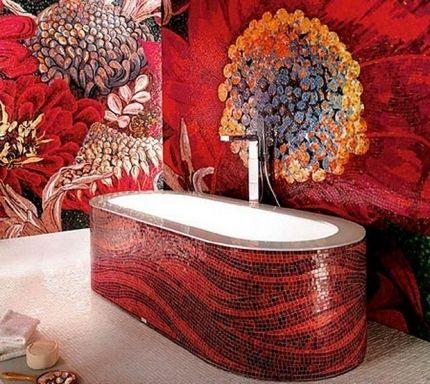 Красная мозаика с панно