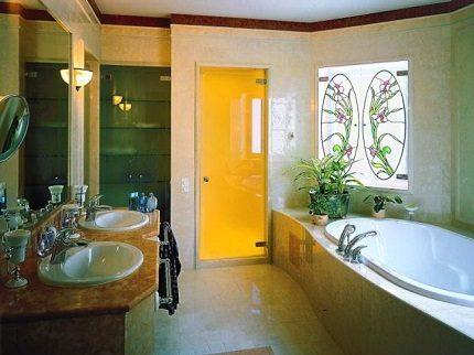 Контрастный цвет двери