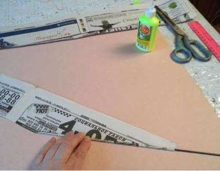 korzina_dlya_belja_iz_gazet_1-430x335 Корзина для белья своими руками: как сделать корзину самому