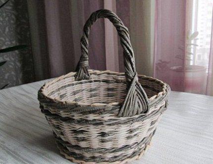 korzina_dlya_belja_iz_gazet_5-430x332 Корзина для белья своими руками: как сделать корзину самому