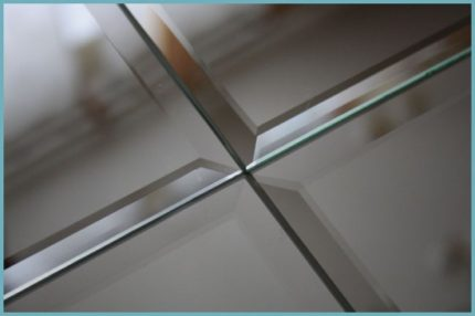 Монтаж зеркальной плитки