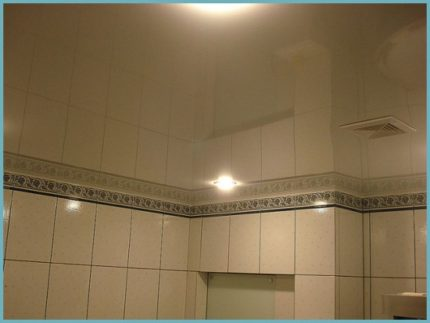 Натяжной зеркальный потолок