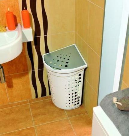 Угловая корзина в интерьере ванной