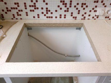 Вырез в столешнице под раковину в ванной