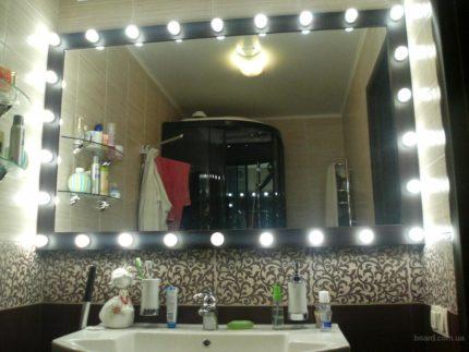 Парикмахерское зеркало с лампами