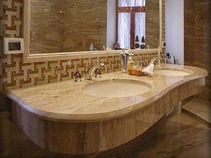 Мрамор в оформлении ванной
