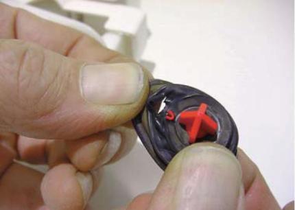 Вид порванной резинки клапана